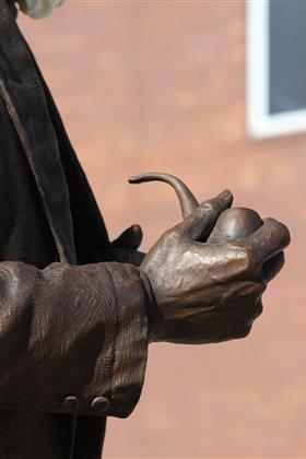 Mark Twain Sculpture Hand With Pipe